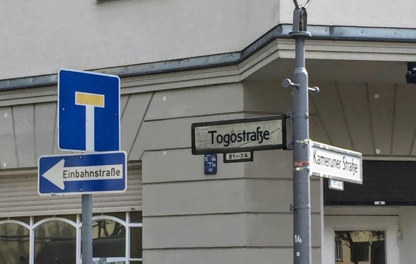 Verkehrsschild: Sackgasse und Einbahnstraße